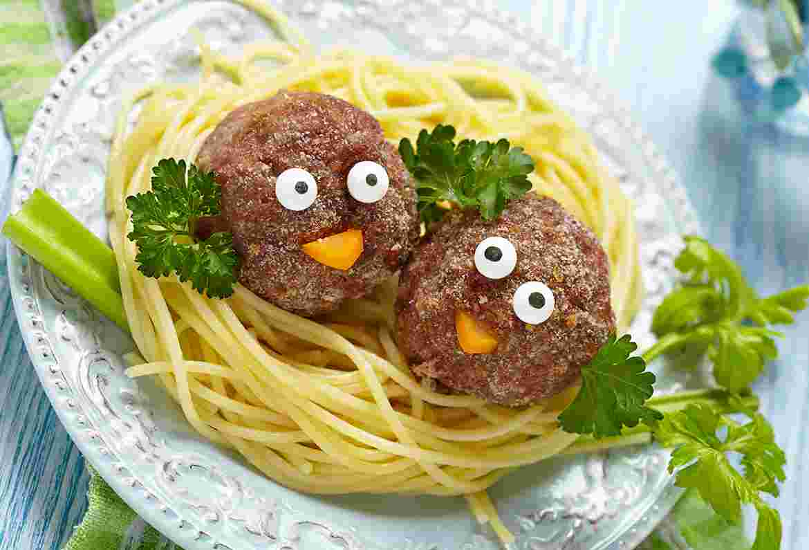 Spaghetti with child face burger
